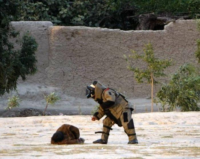 В Афганистане саперы обезвредили шахида (3 фото)