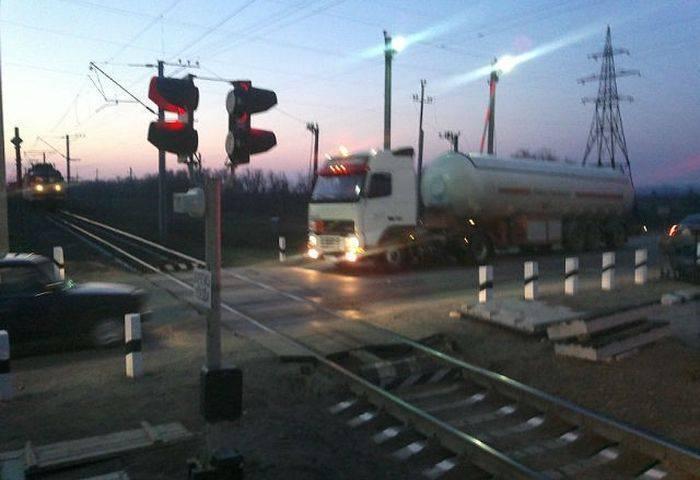 Железнодорожный переезд (15 фото)