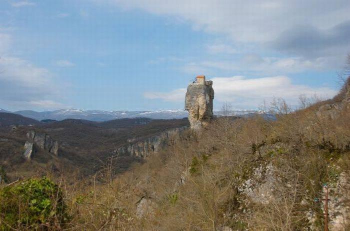 Церковь на высоте (9 фото)