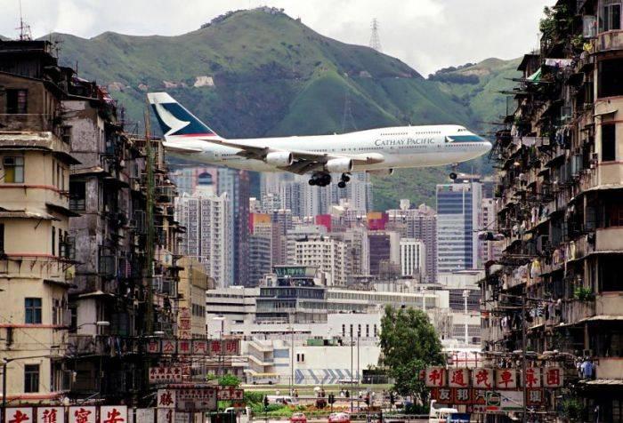 Кай Так - cамый опасный в мире аэропорт (13 фото)