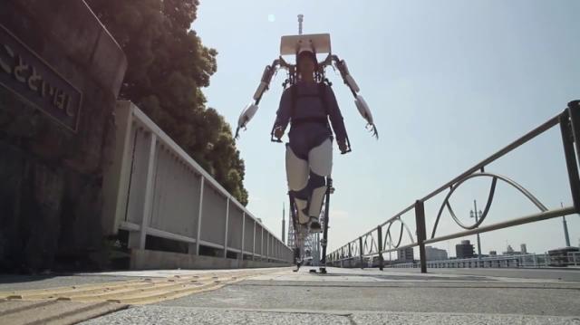 В Японии готовится серийный выпуск экзоскелетов (7 фото+видео)