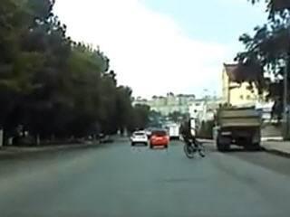 Пьяный велосипедист не справился с управлением