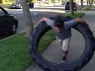 Необычный гимнастический обруч из колеса для трактора