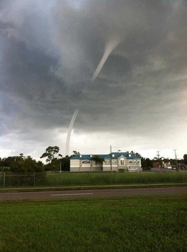 Водяной смерч во Флориде (12 фото)