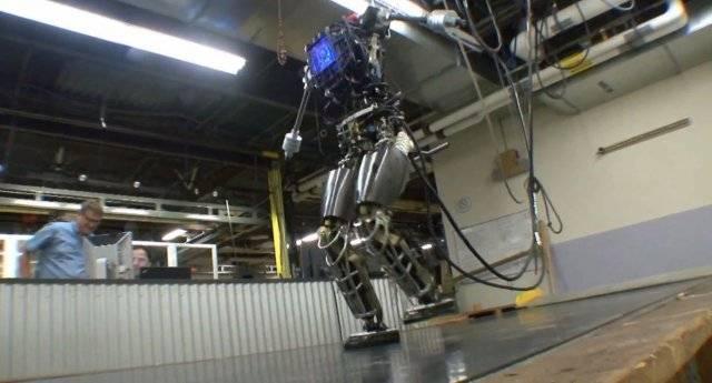 Робот с хорошей координацией движений (3 фото + видео)