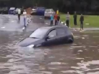 Наводнение на Боровском шоссе в Москве