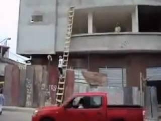 Креативный способ поднятия грузов на высоту