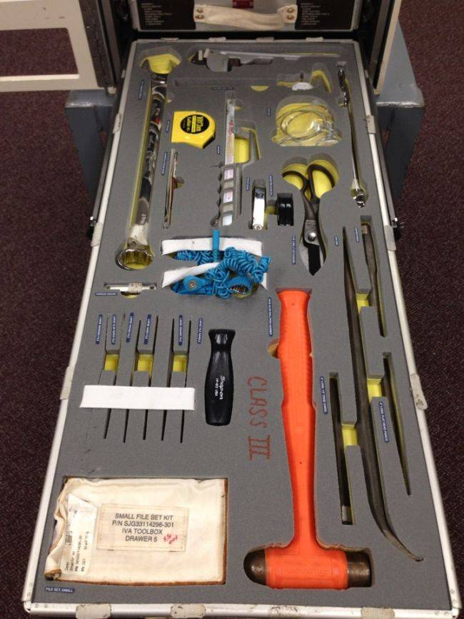Стандартный набор инструментов на МКС (7 фото)