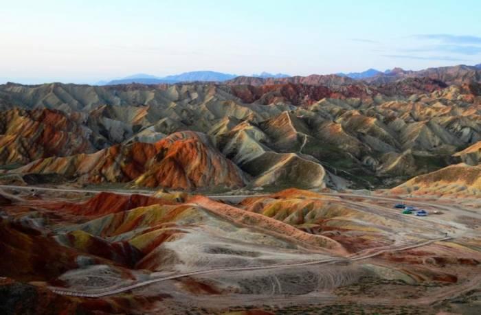 Цветные горы ландшафта Дэнксия в Китае (12 фото)