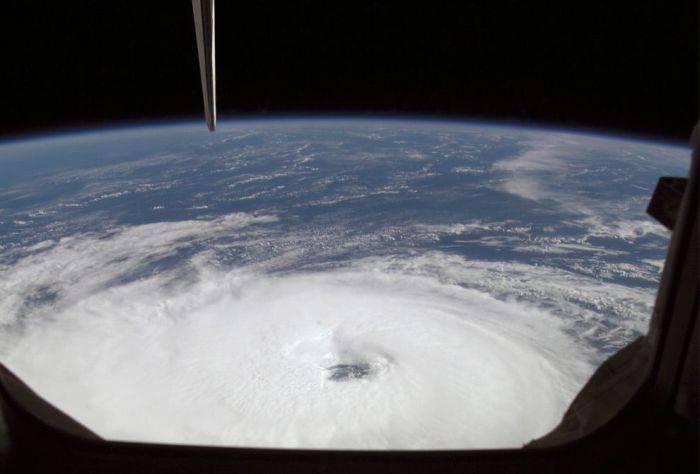 Ураганы из космоса (22 фото)