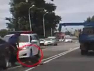 Стрела от автокрана сбила человека