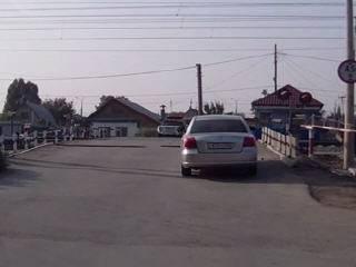 Дебил на ЖД переезде в Самаре