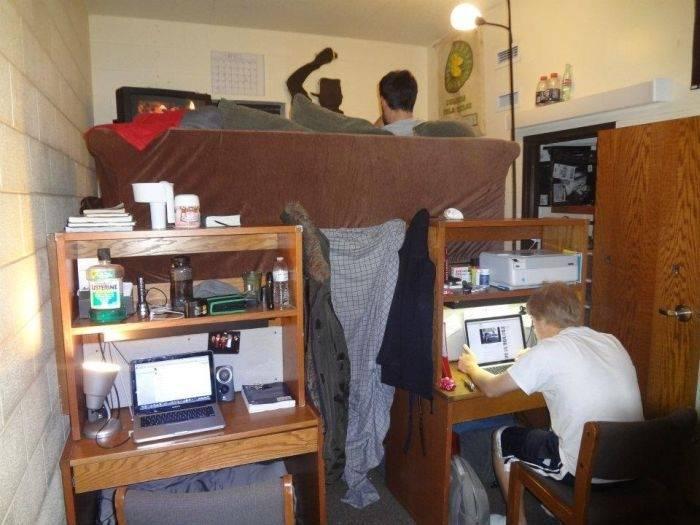 Двухуровневая квартира в общежитии (4 фото)