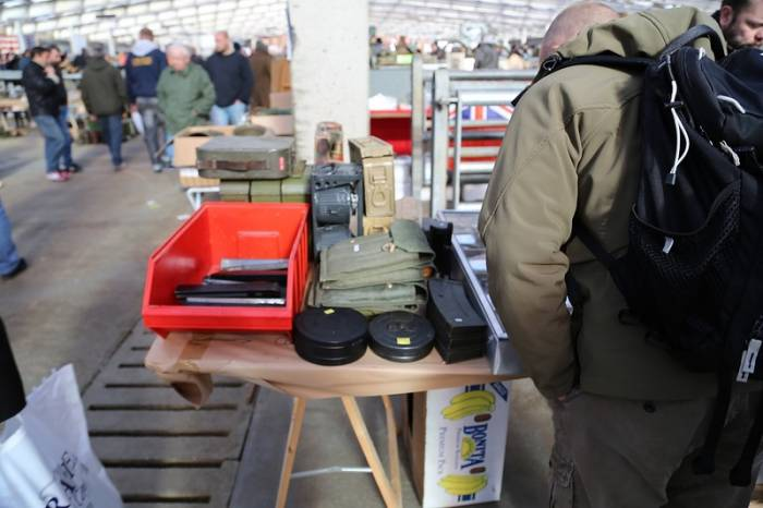 Оружейный рынок в Бельгии (22 фото)