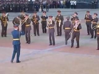 Леди Гага в исполнении военного оркестра