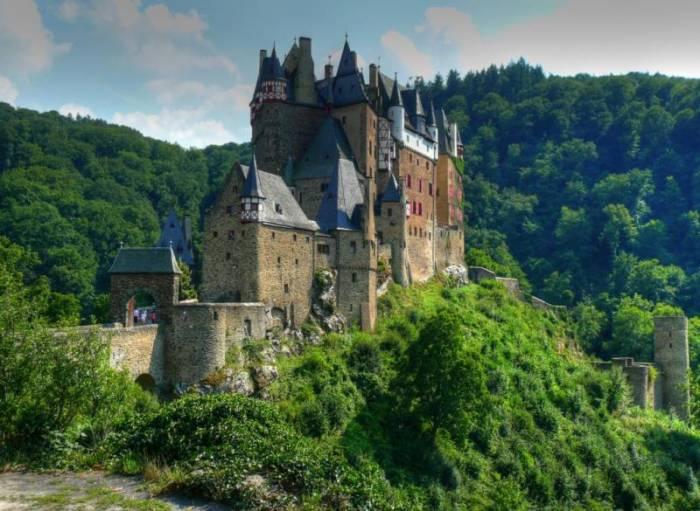 Великолепный замок Эльц в Германии (17 фото)