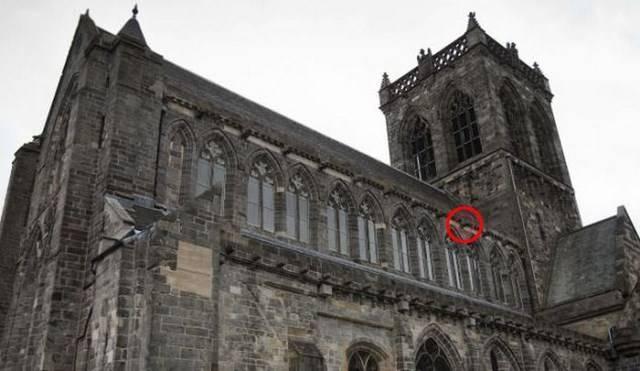 Неожиданное решение при реконструкции старинного собора (3 фото)