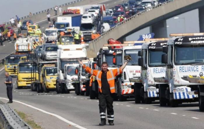 В Великобритании в массовом ДТП столкнулись более 100 машин (19 фото)