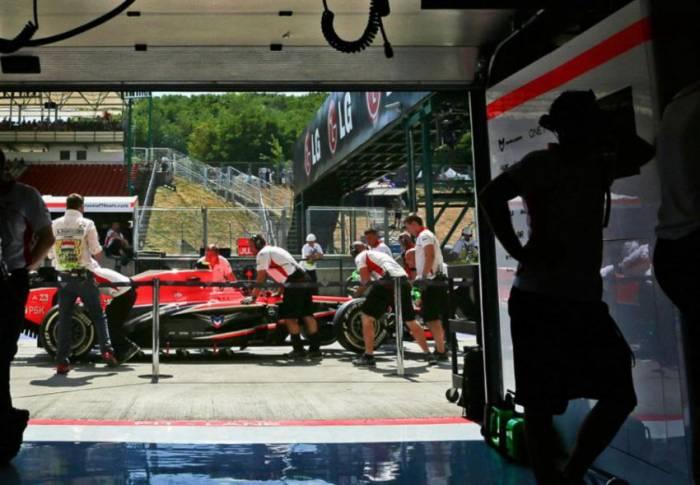 Как устроена работа команд Формулы-1 во время гонок (32 фото)