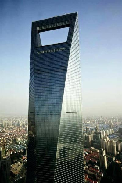 Шанхайский Всемирный Финансовый Центр или «Открывашка» (13 фото)