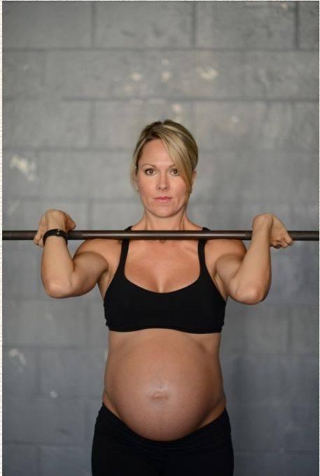 Беременность не помеха для занятия спортом (13 фото)