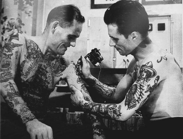 Как наносились татуировки сто лет назад (21 фото)