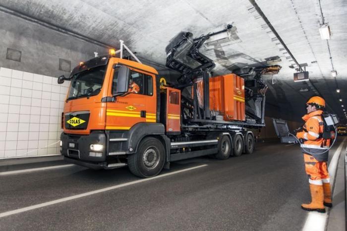 Машина для чистки тоннелей (3 фото)