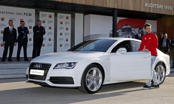 Игроки ФК «Барселона» получили ключи от Audi (9 фото)