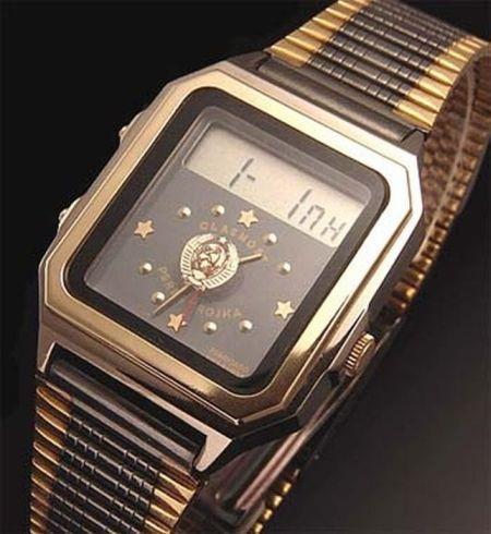 У мужских часов электроника чн/ браслет и корпус изготовлены из нержавеющей стали, модель имеет кварцевый механизм, точность хода +/- 20 сек.