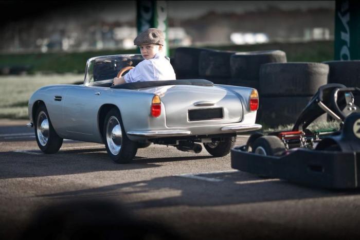 Игрушечный Aston Martin за 27 тыс. долларов (5 фото)