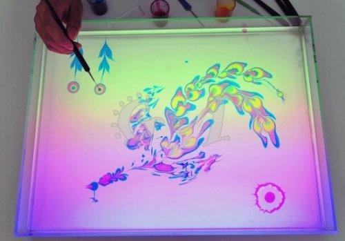 Китайский художник рисует картины на воде (4 фото)