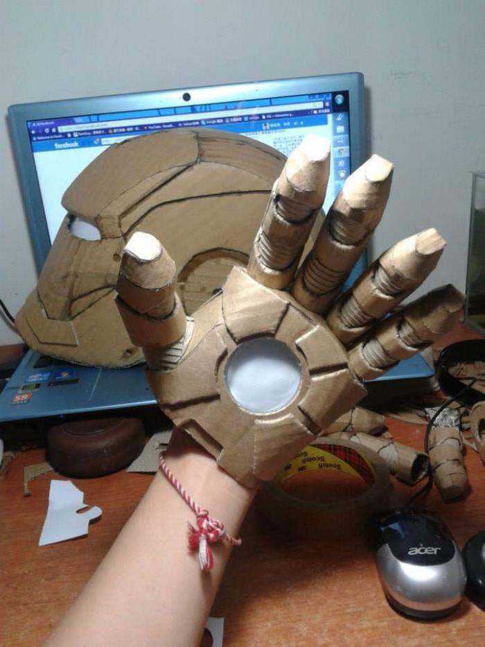 Костюм Железного человека из картона (11 фото)