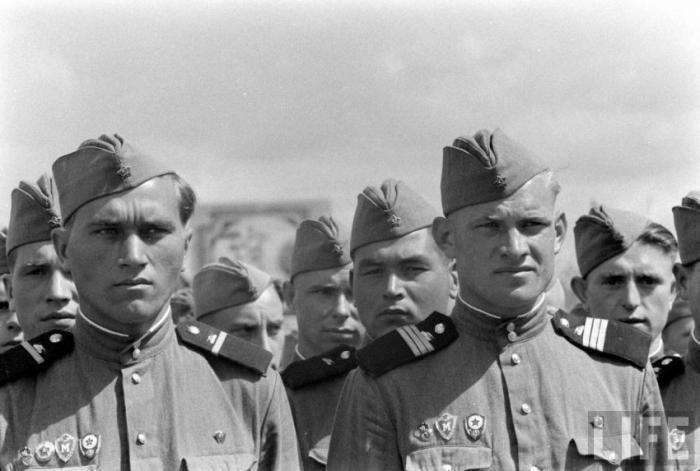 """Советская армия в объективе американского журнала """"LIFE"""" (21 фото)"""