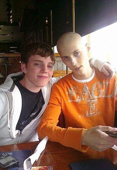 Подросток излечился от рака и занялся бодибилдингом (12 фото)