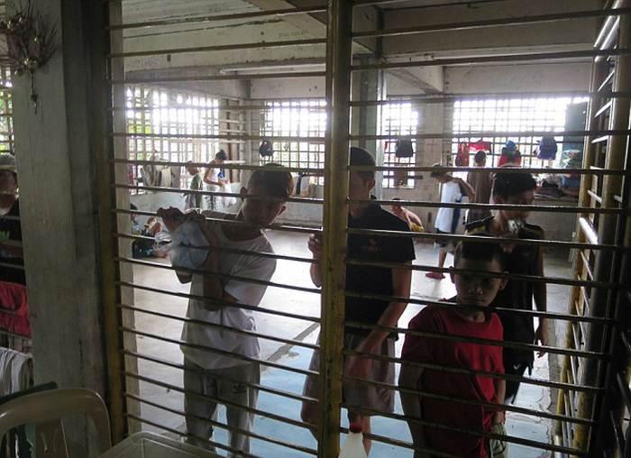 Ради папы Франциска с улиц Манилы убрали сирот (16 фото)