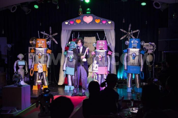 В Японии поженили роботов (3 фото)