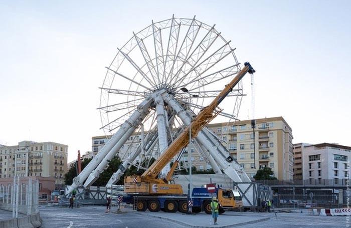Как в Малаге колесо обозрения собирали (28 фото)