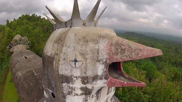 «Куриная церковь» в Индонезии (7 фото)