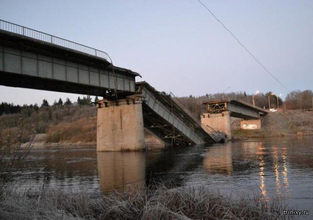 В Архангельской области рухнул мост (3 фото)