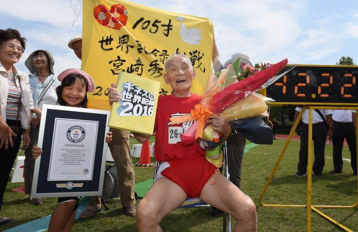 105-летний спринтер установил мировой рекорд на стометровке (3 фото)