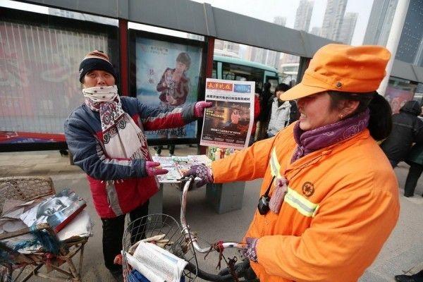 Китайская миллионерша встает в 3 утра, чтобы подметать улицы (6 фото)