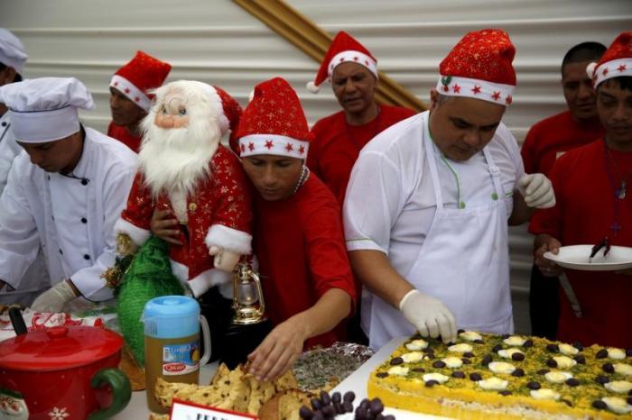 Перуанские зэки весело отметили Рождество (17 фото)