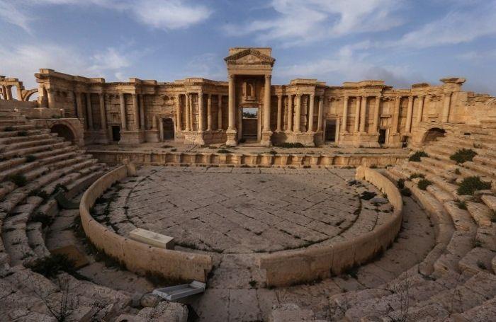 Появились первые кадры освобожденной от боевиков ИГИЛ Пальмиры (8 фото)