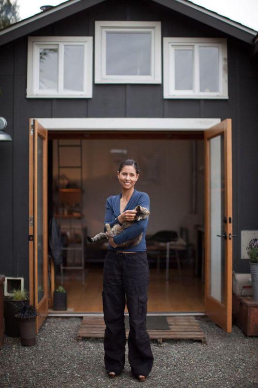 Девушка переделала гараж в уютный домик (13 фото)