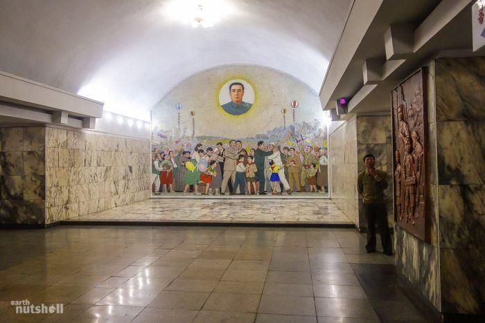 Северная Корея открыла для иностранцев все станции метро (8 фото)