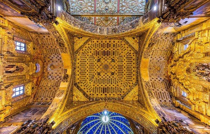 Золотые церкви Кито (12 фото)