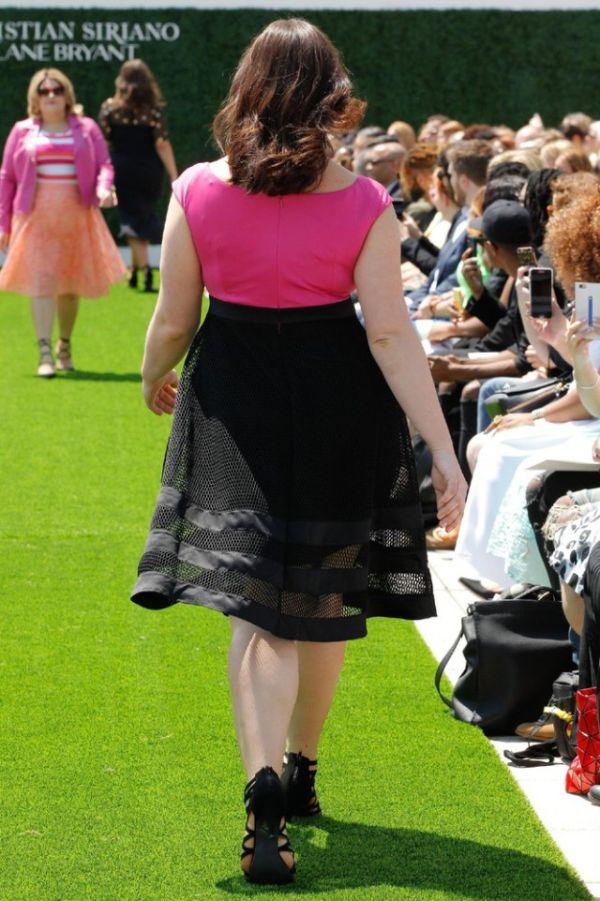 Модели Plus Size на показе мод в Нью-Йорке (21 фото)