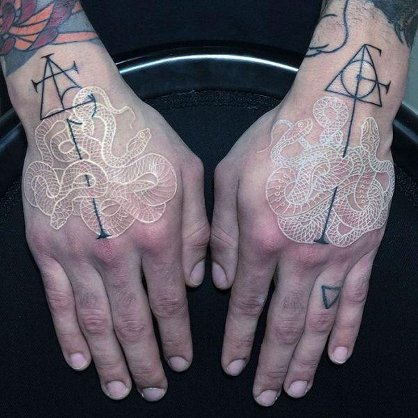 Необычные черно-белые татуировки со змеями от Мирко Саты (9 фото)