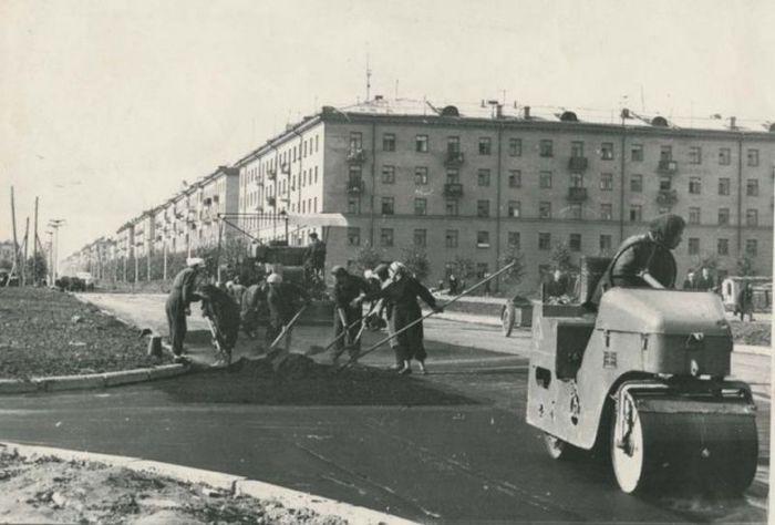 Как клали асфальт в 20-е - 60-е годы прошлого века (16 фото)