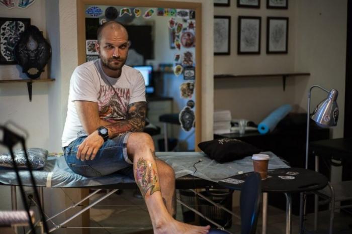 Житель Татарстана сделал уникальную татуировку с купюрой в 200 рублей (4 фото)